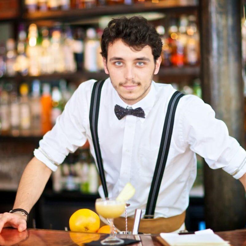 barman loc de munca bucatar ajutor de bucatar